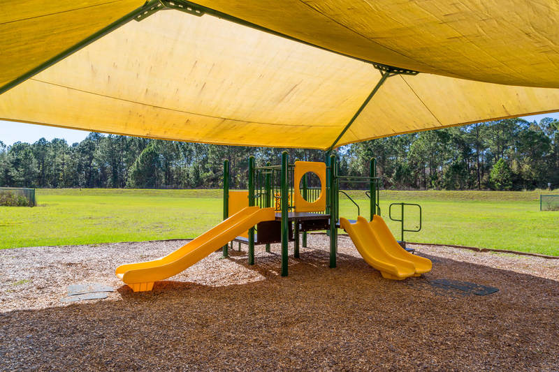 Calabay Parc Childrens swings
