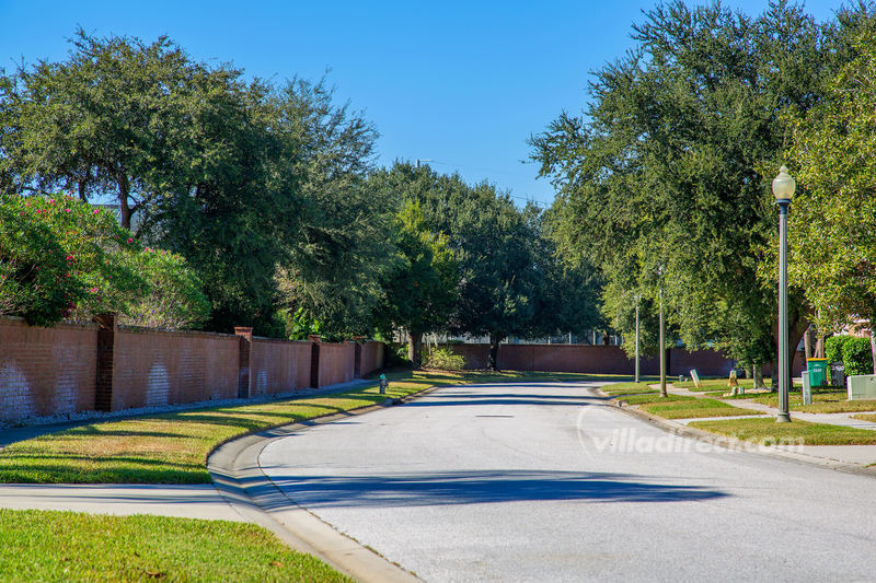 Tree lined streets of Oak Island Kissimmee