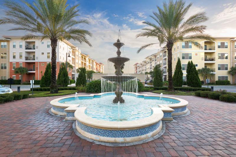 Vista Cay resort fountains
